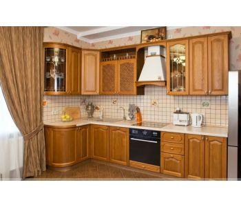 Кухонный гарнитур из массива дерева Бергама,размеры  1,3*3м