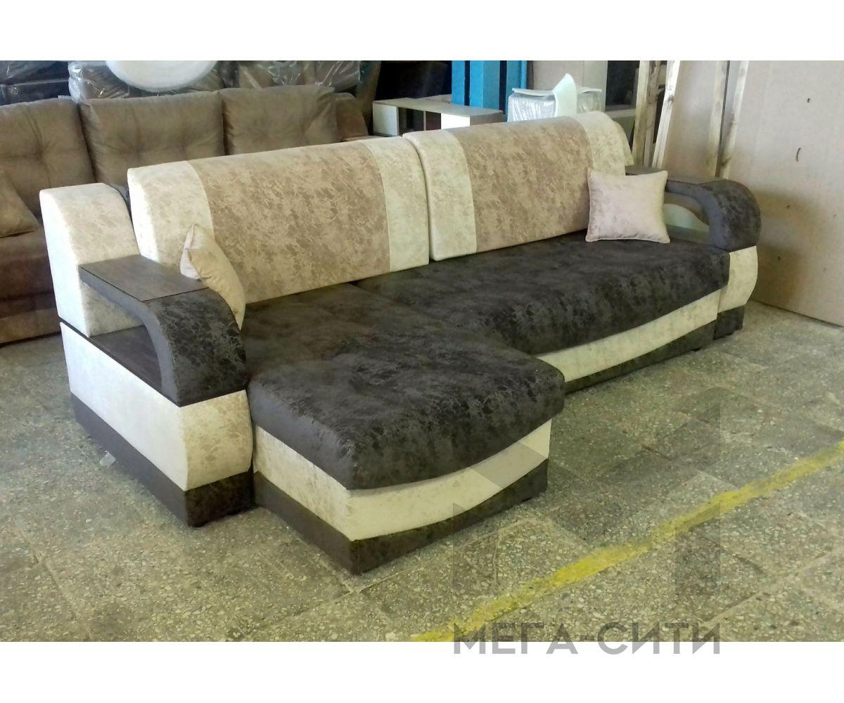 Угловой диван с капотом 2500х1700